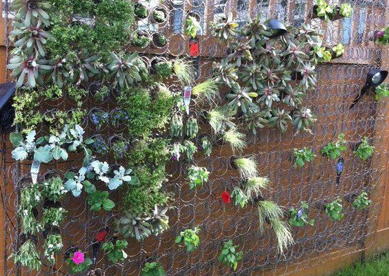 reciclar tu viejo colchón - soporte para jardín vertical